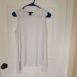 Longsleeve shirt cold shoulder